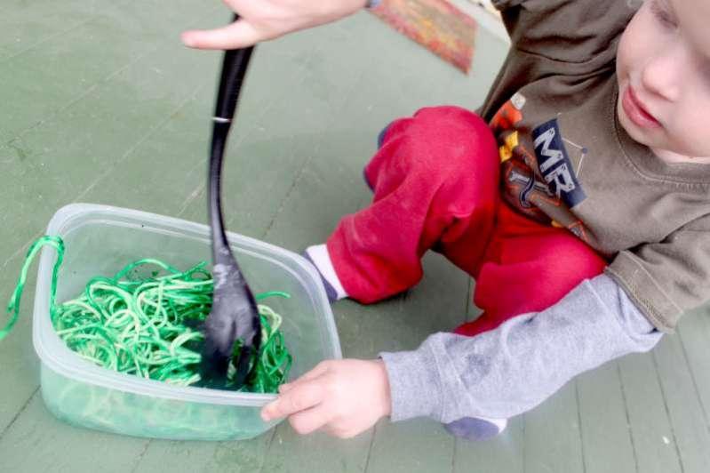 stirring-spaghetti-web