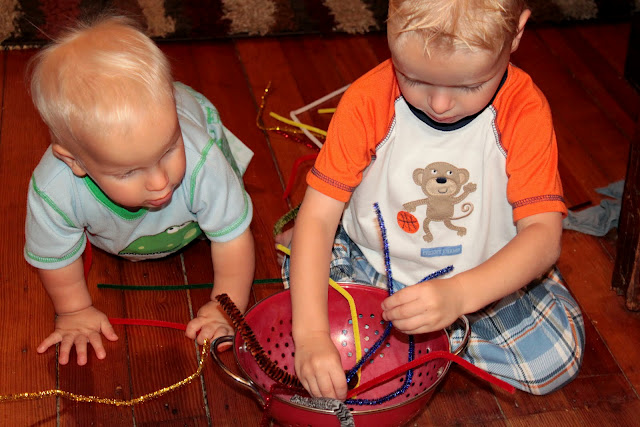 Fine motor pipe cleaner busy play is great for keeping kids of all ages entertained!