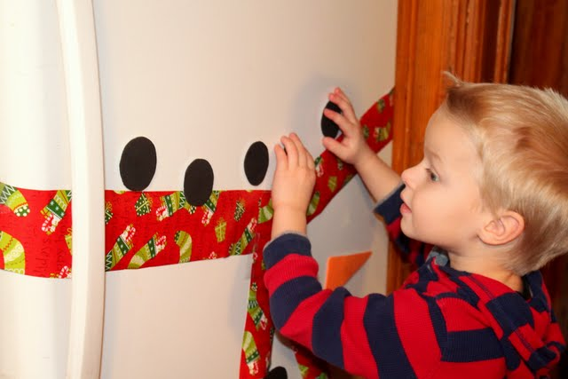 Your kids will love to build a snowman on your fridge again and again!