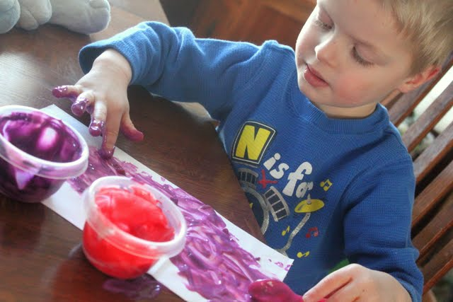 Decorate your Hunt for Love bags with edible finger paint