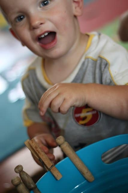 This is a super simple clothespin pegs activity for toddlers to explore and strengthen their fine motor skills.