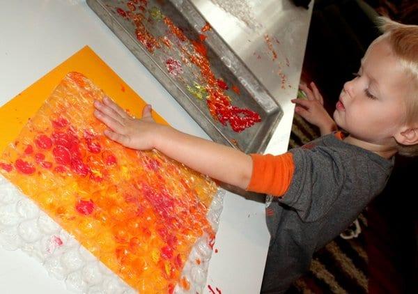 Making bubble wrap prints