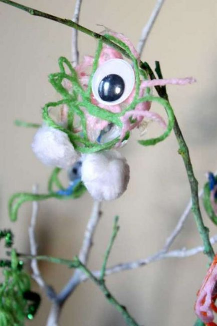 One-eyed yarn monsters craft for kids