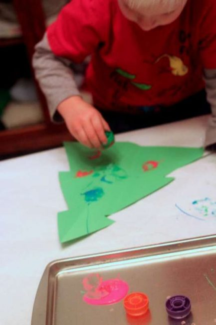 Christmas tree craft with bottle cap painting