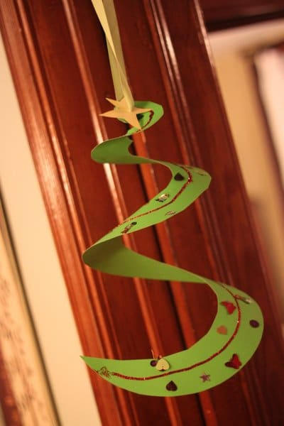 A festive spiral Christmas tree craft for kids to make