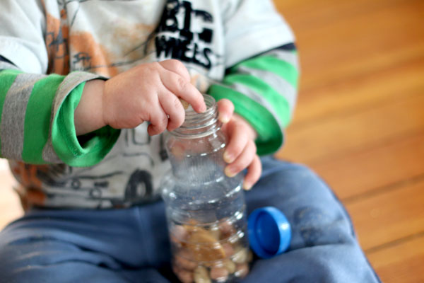 An edible sensory bottle that's completely safe for young ones to be making!