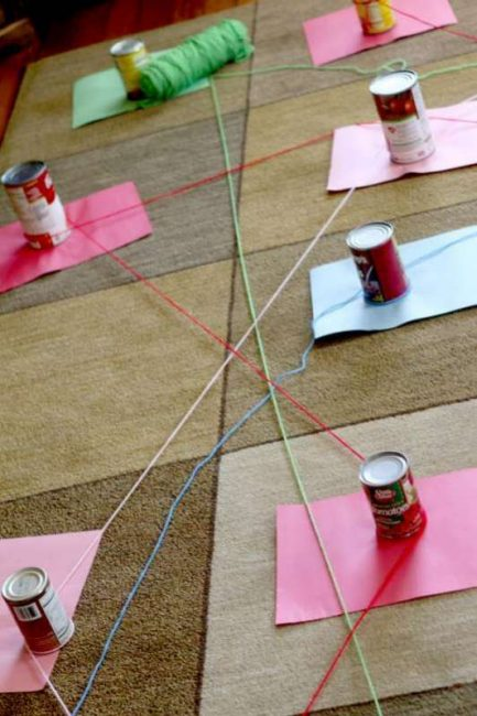 Connect the colors of paper with yarn in the same color