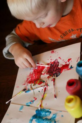 A simple art activity for kids to do -- paint with Q-tips!