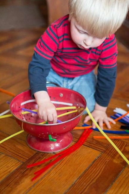 Keep toddlers super busy with a no prep fine motor pipe cleaner activity!