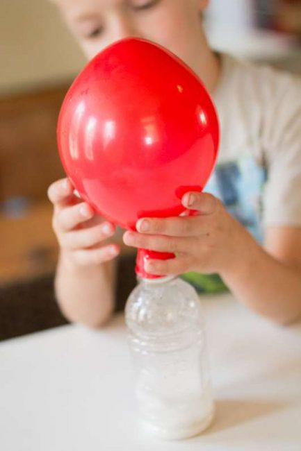 Blowing up a balloon with baking soda and vinegar - this is so much fun!!
