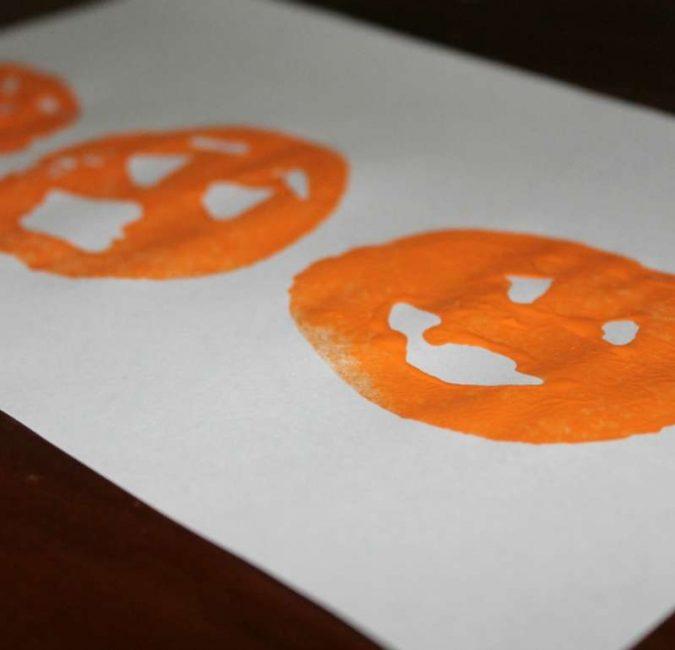 Make DIY potato stamping jack-o-lanterns together for a Halloween craft!