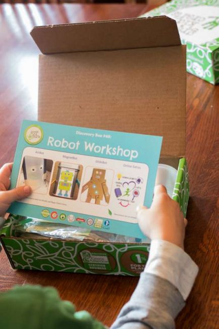 Green Kid Crafts Discovery Box - Robot Workshop