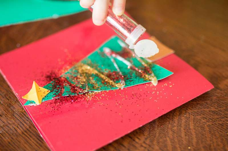 Decorating Christmas tree cards