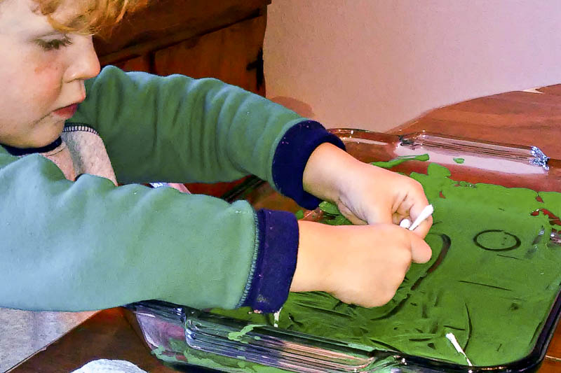 These are some fun ways for kids to paint with Qtips - great preschooler art project!