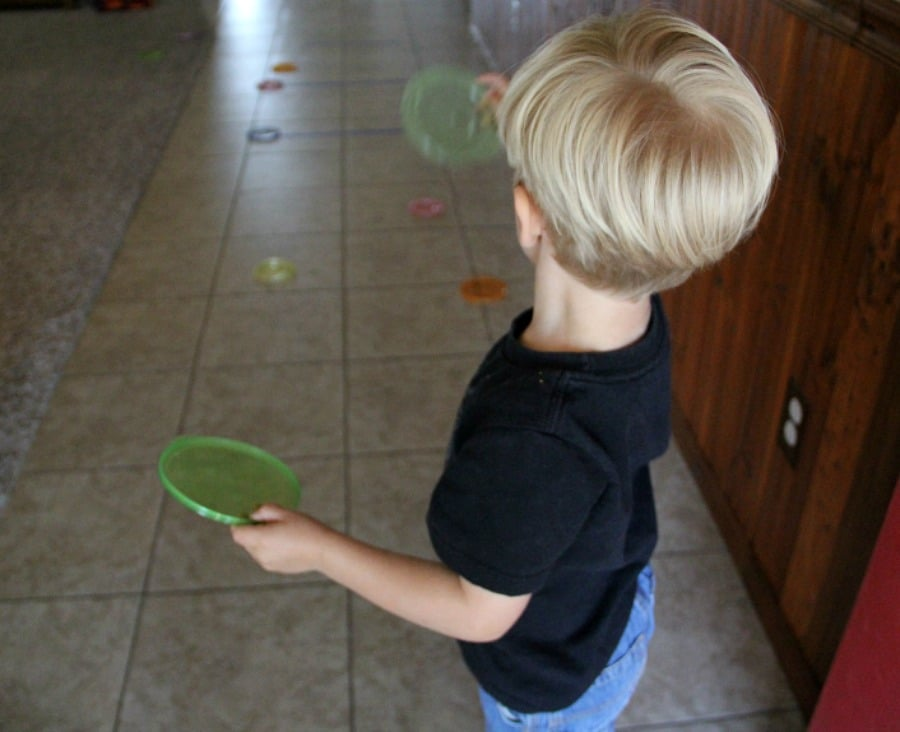Bowl lid frisbee toss