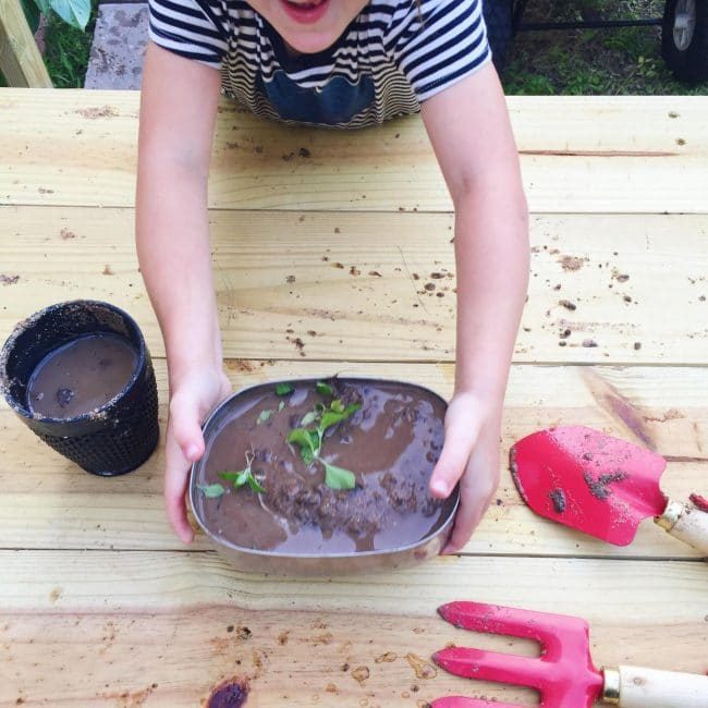 Build a DIY mud kitchen in just one day