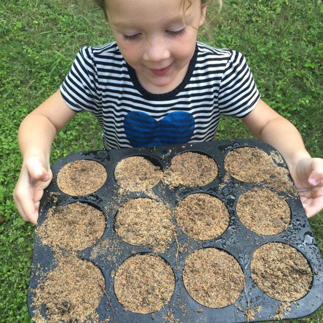 Make mud muffins in a mud kitchen