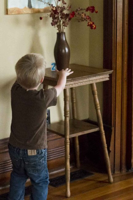 Go on a puzzle hunt to learn numbers! Great scavenger hunt for preschoolers!
