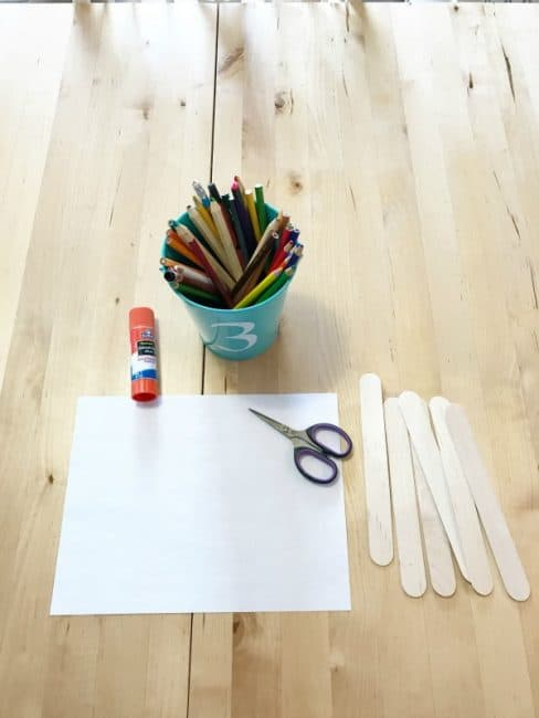Create your own popsicle stick rainbow puzzle - a great spelling activity for preschoolers!