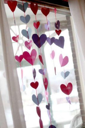 Make a heart garland for a Valentine's Day window!