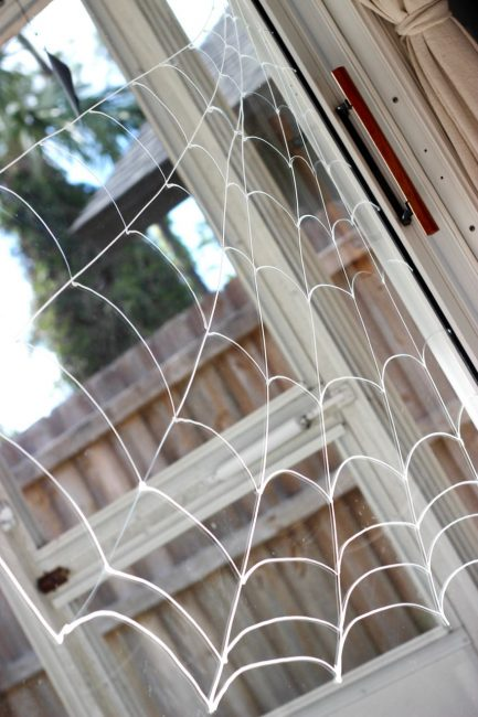 Make a easy glue-only spiderweb for spider handprints