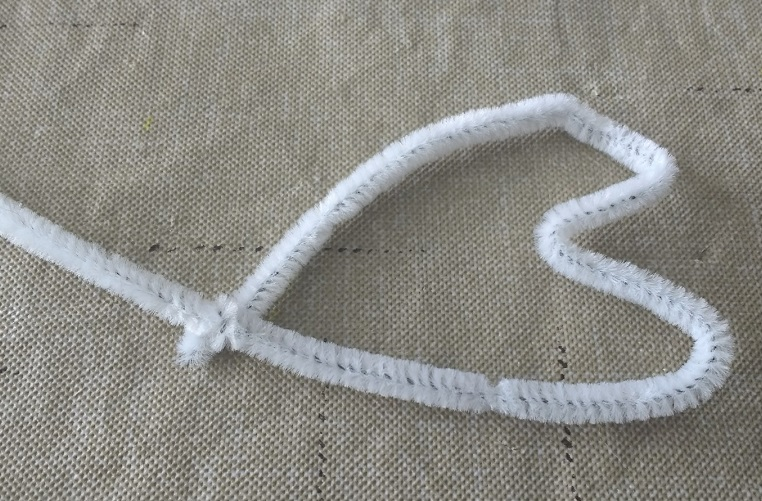 Make your own heart stamps out of pipe cleaners!