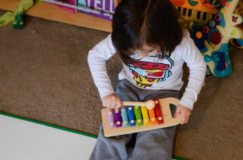 This super simple musical storytelling activity takes no set up and is great for busy toddlers. This 3 year old is experimenting with a toy hammer on a xylophone.
