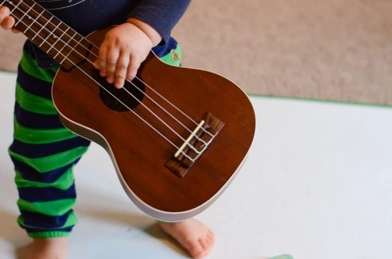 This super simple musical storytelling activity takes no set up and is great for busy toddlers. This 1 year old loves to play the ukulele when we play!