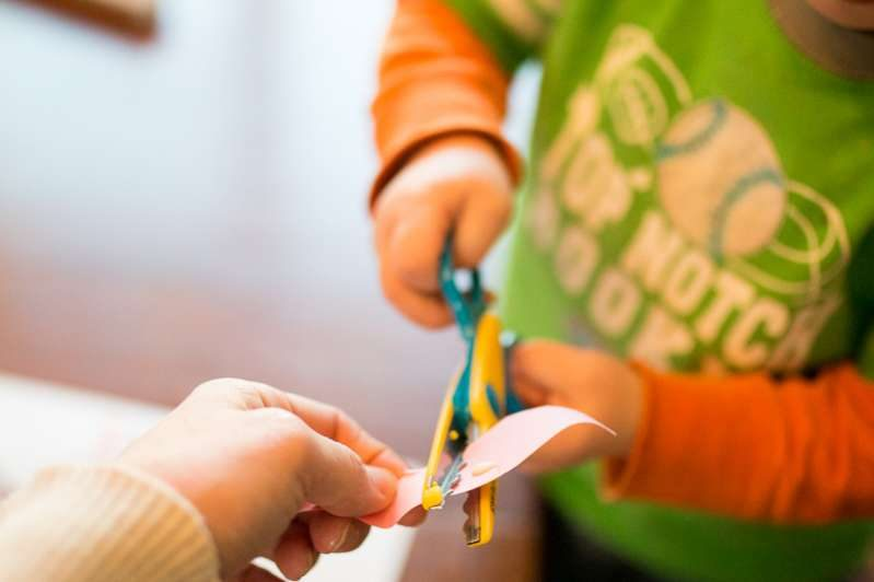 Practice cutting skills with this spring tree craft for toddlers