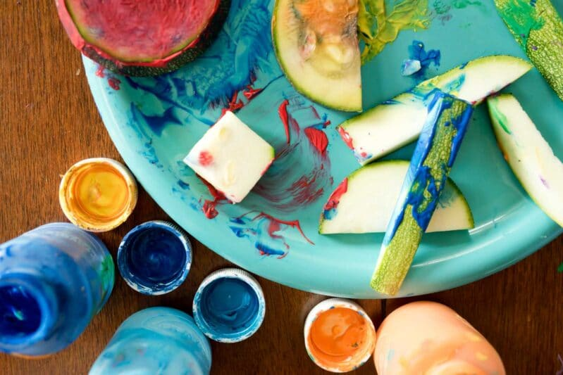 Try zucchini painting for an easy, messy summer craft with your kids!