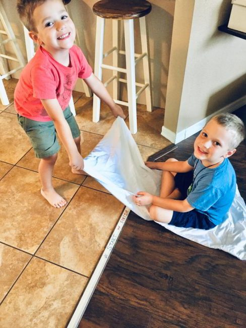 This scooting pillow case race is the perfect solution for indoor gross motor fun! Your kids will love this fast-paced indoor play challenge!