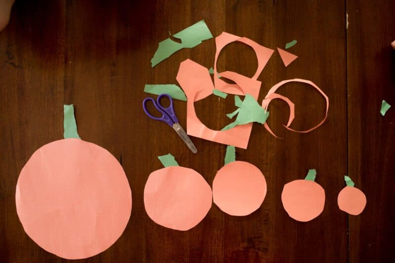 You'll love this one minute prep pumpkin family craft for fall!