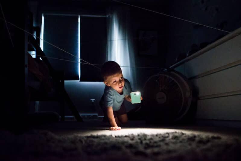 Crawl through the web on your spider hunt in the dark!