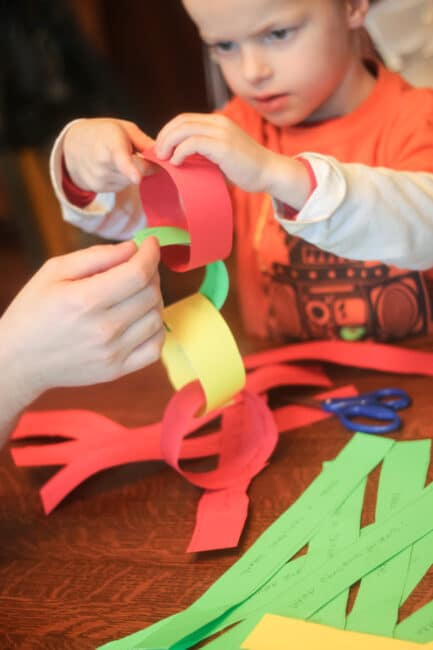Make a festive Christmas countdown chain with your kids!