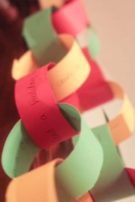 Build a cute and festive Christmas countdown chain for kids!