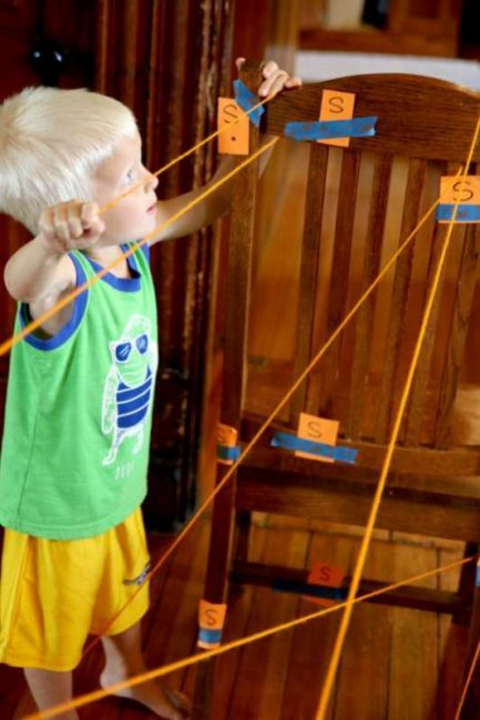 Kids make their own spider web