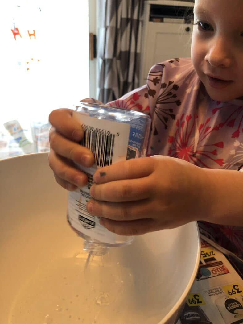 Mix glue with shaving cream to DIY a snowman inside