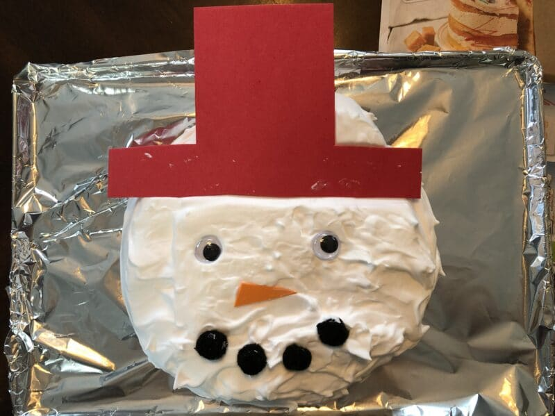 Whip up a cute shaving cream sensory snowman for a fun winter craft for kids!