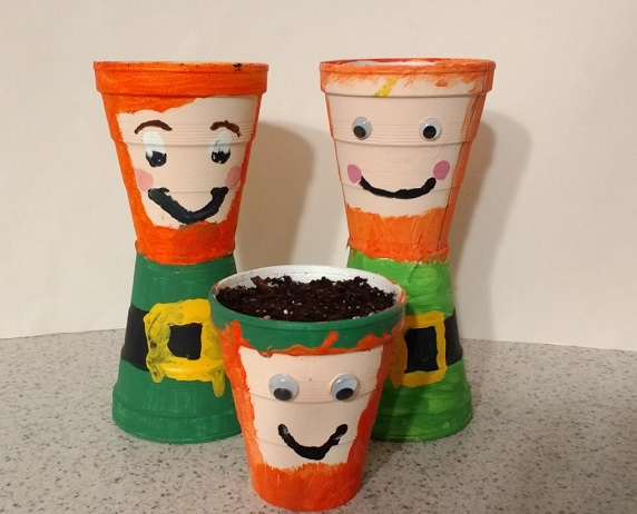 Cute and simple spring planters that are leprechauns!