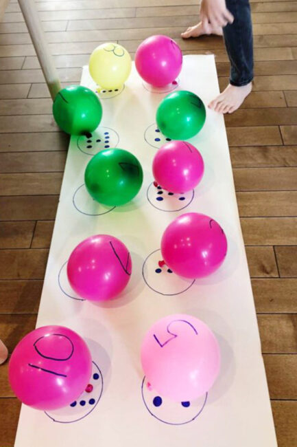 Blow up a whole bunch of balloons to play this number matching game for preschoolers!