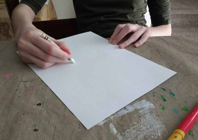 Draw an Easter design on plain paper with a crayon to paint over with watercolors.