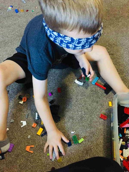 Can you build with LEGO blindfolded?