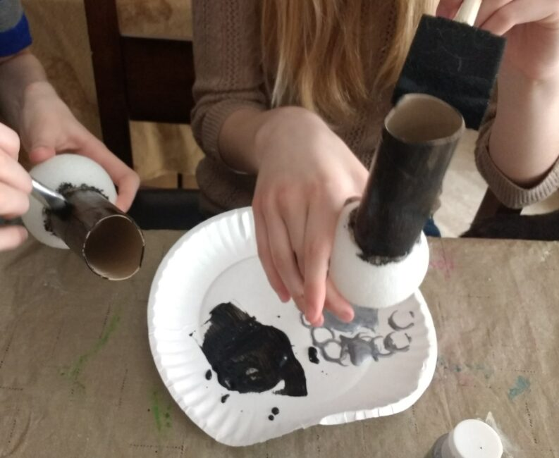 Here is a super easy microphone craft your kids will just love that they can use to share their dreams on Martin Luther King Jr. Day.
