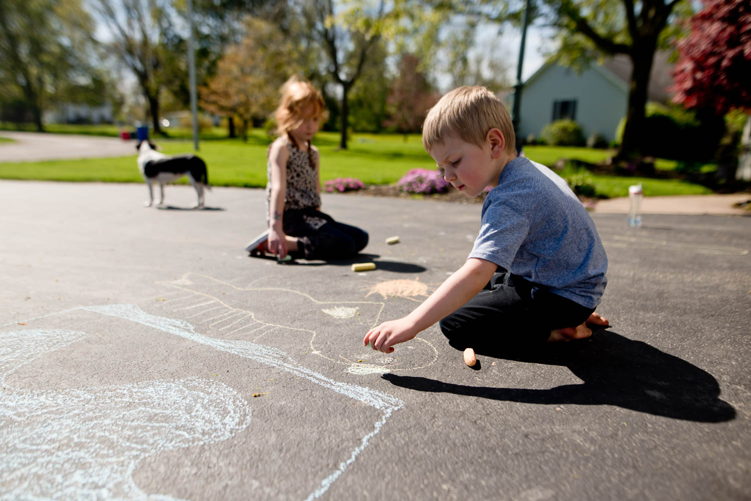 Outdoor fun! Shadow tracing art activity for kids