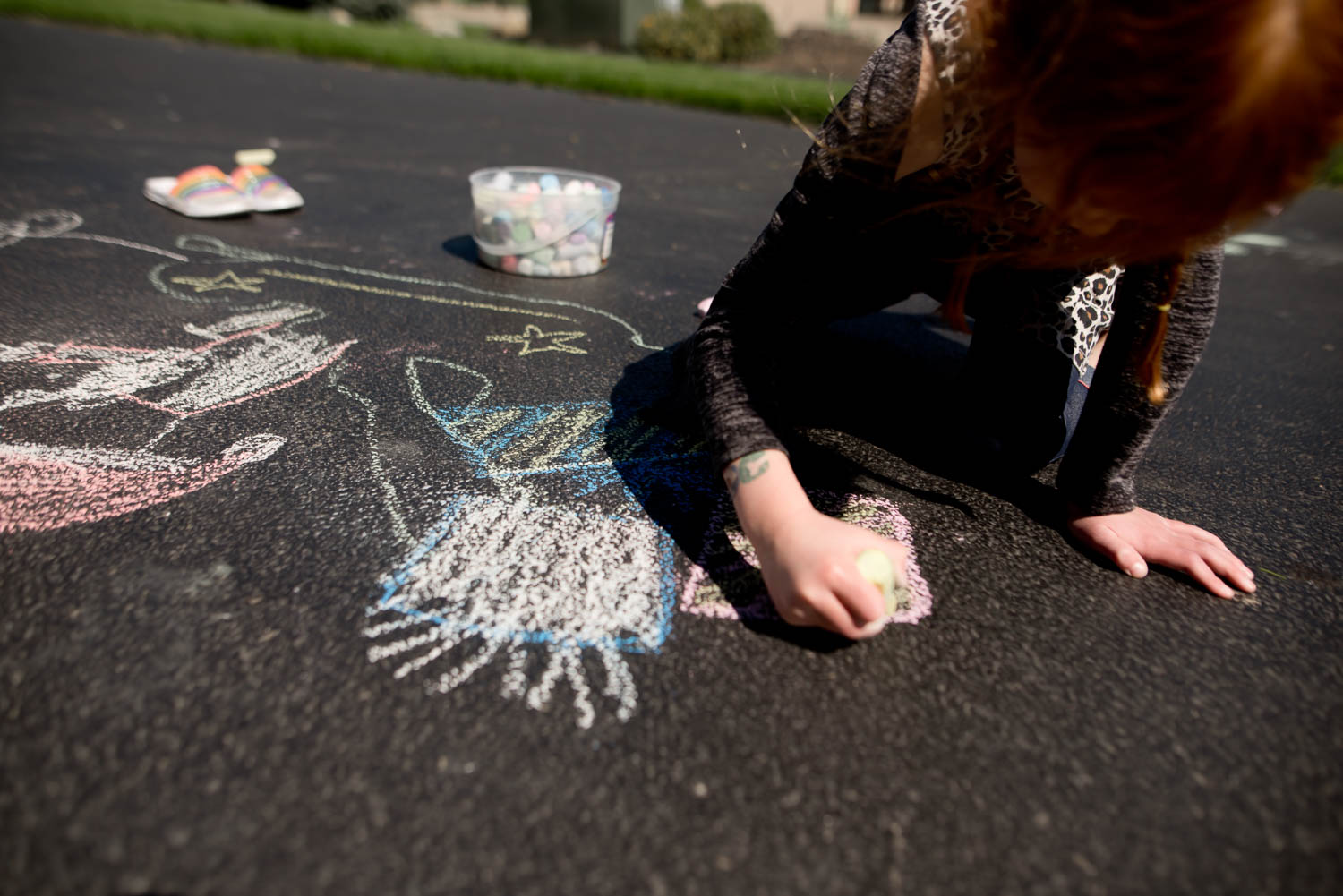 Adding presents into Santa's sleigh with chalk drawing