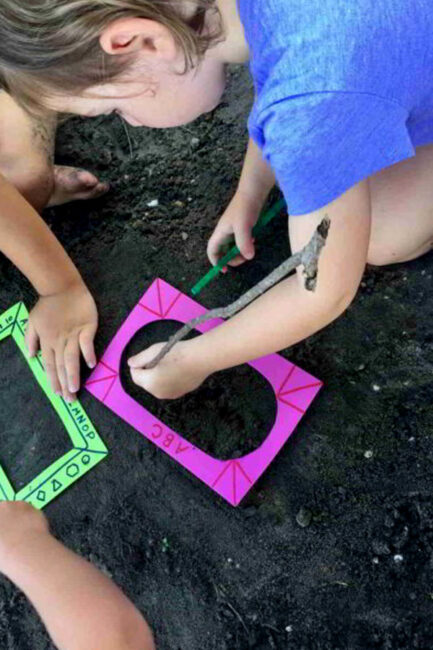 This simple sandbox activity is a big hit! Make outdoor-friendly picture frames for kids, and draw in the sand. Fine motor and learning through messy art! What fun art will your child create?
