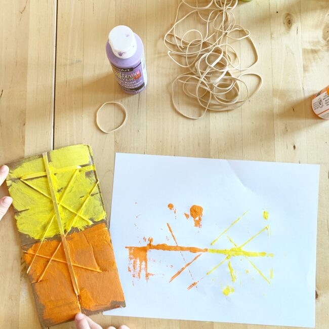 Turn cardboard and rubber bands into easy transfer art prints in minutes and watch the creativity bloom in your toddlers and preschoolers!