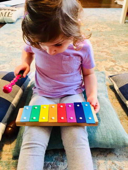 Try this preschoolers musical activity for kids to play with rhythm and patterns!