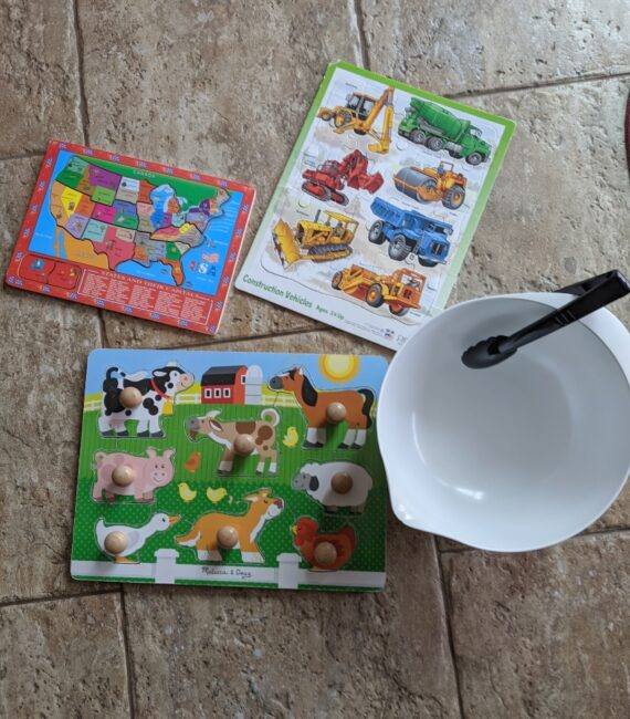Take kids tired out puzzles and revive them with this fine motor mix up puzzle play activity! Great for toddlers, preschoolers or all ages!