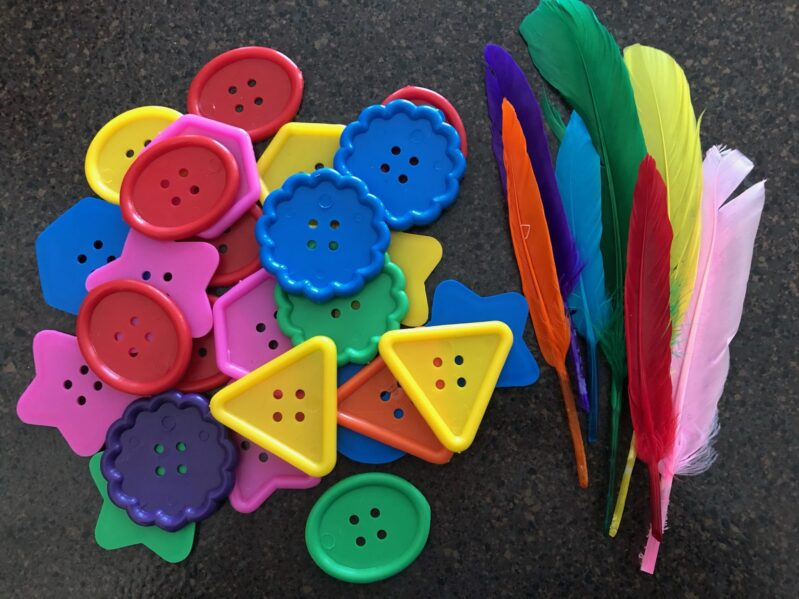 A simple and fun color matching fine motor activity with buttons and feathers.